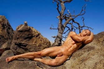 Posing nude on the rock – like a painting